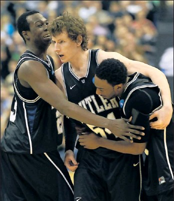 ?? By H. Darr Beiser, USA TODAY ?? Close shave No. 2: Matt Howard gets hugs from Khyle Marshall, left, and Shawn Vanzant after his free throw KO'd Pitt.
