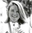 ?? Foto: ap ?? 1992 gewann Elisabeth Micheler in Bar‰ celona die erste Kanuslalom‰goldme‰ daille für Augsburg.