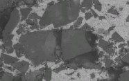 ??  ?? 7 2 800 s-1 SiC图 应变率为 时材料内部 颗粒碎裂的微观示意图The microscopic view of fragmented SiC particles inside material at the strain rate of 2 800 s-1 Fig.7