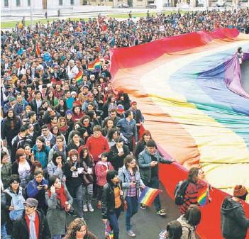 ?? FOTO: AGENCIAUNO/ARCHIVO ?? ►► Gente marchando por la Ley de Identidad de Género.