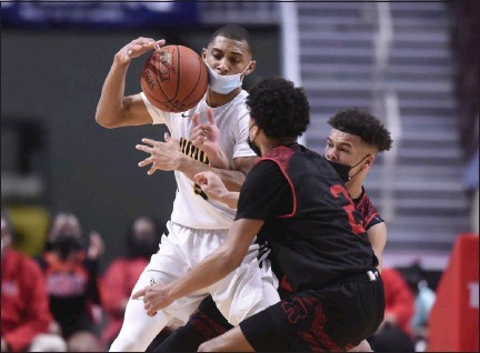 ?? BEN HASTY/MEDIANEWS GROUP ?? Archbishop Wood's Rahsool Diggins (3) tries to hold onto the ball against Reading High's Ruben Rodriguez Jr (2) and Reading High's Joey Chapman (5) on Saturday in the PIAA 6A Boys Basketball State Championship Game.