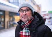 ??  ?? Anders Eriksson: – Nej. Det får vara kvar till på söndag. Vi har kvar julgran och lite ljusstakar. Vi satte upp det dagen innan julafton.