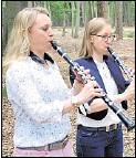 ??  ?? Im Duett: Melanie Korte (links) und Gaby Jansen.