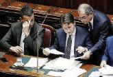 ?? Ansa ?? Il premier Giuseppe Conte con i ministri Giovanni Tria e Luigi Di Maio. A sinistra, Giulia Grillo, titolare della Salute