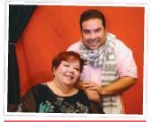 """??  ?? Arr.: Emyliano junto a su mamá, Liliana Bernard. Der.: con el elenco de """"Entre Caníbales""""."""