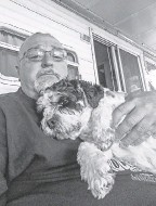 ?? PROVIDED BY RON PACKARD ?? Dominic with owner Ron Packard two weeks before the 5- year- old cavachon died. The dog had recently started wearing a collar.
