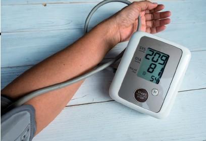 ??  ?? Eine primäre Hypertonie ist ein Hochdruck, der mit keiner Grunderkrankung in Zusammenhang steht.