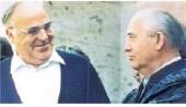 ??  ?? Sie waren Freunde und Architekten der Einheit: Helmut Kohl und Michail Gorbatschow im Jahr 1990. Foto: dpa