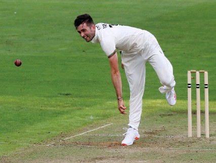??  ?? Gloucestershire's Matt Taylor, above, and Dan Worrall, inset left, took five wickets each in Middlesex's second innings