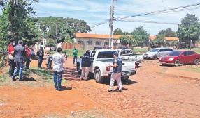 ??  ?? El lugar donde quedó varada la patrullera de Automotores, luego de que su chofer fuera baleado y los otros policías ocupantes asaltados por los delincuentes.