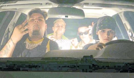 ??  ?? Al volante. De izquierda a derecha, Rosh, Cece, Darichi y Lógica: los convocó el productor Ictia en 2020, durante el aislamiento estricto.