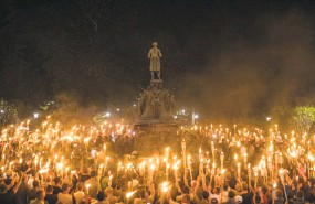 ?? Edu Bayer / New York Times ?? Torch-bearing white nationalis­ts rally around a statue of Thomas Jefferson near the University of Virginia campus in Charlottes­ville on Friday.