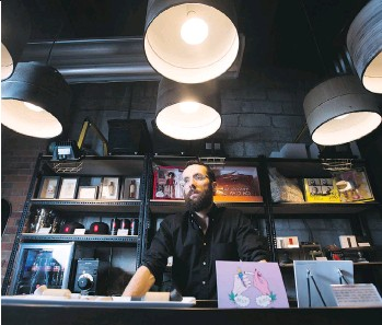 ?? NATHAN DENETTE/THE CANADIAN PRESS FILES ?? Alan Gertner, CEO of Hiku Brands Company Ltd., says his firm will have to sell only rivals' product under B.C.'s retail plan that aims to prevent a monopoly by big players.