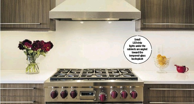 ??  ?? Small LED strip lights under the cabinets are angled toward the tempered-glass backsplash