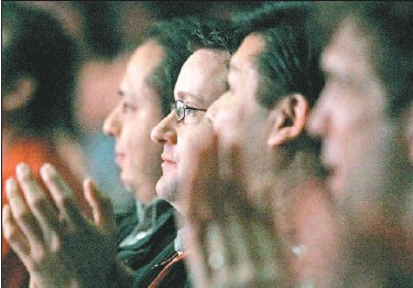 ?? WAYNE CUDDINGTON, OTTAWA CITIZEN ?? Former Nortel employees from Ottawa and Montreal attend a presentation by their new CEO, Gary Smith of Ciena, held at Scotiabank Place. They cheered and applauded his speech in which he said they were aiming to lead the global market.