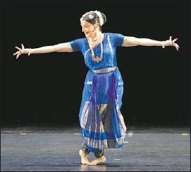 ?? Lawrence K. Ho Los Angeles Times ?? MALAVIKA SARUKKAI displays a South Indian dance language at Broad Stage.