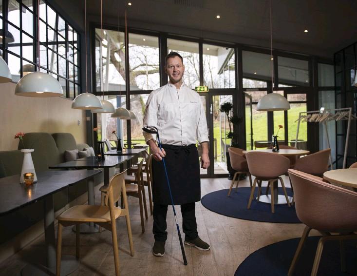 ?? Bild: Edvin Bergström ?? Magnus Harr från Ljungskile har i flera år lagat mat åt världseliten. Nu laddar han, bland annat, för OS med den svenske stjärngolfaren Henrik Stenson.