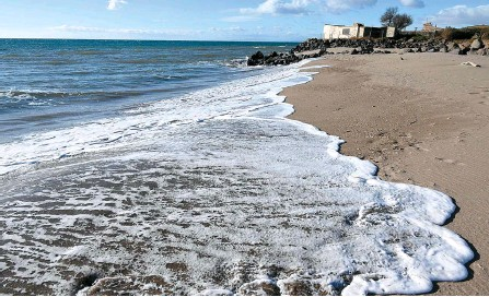?? AFP-Yonhap ?? A picture taken on Jan. 15 shows a view of a beach that shrunk because of the coastal erosion, in Vias, near Montpellier, southern France.