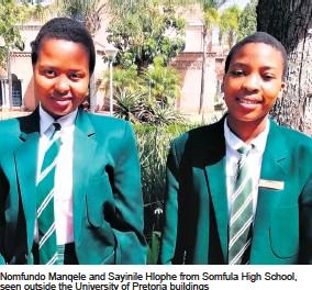 ??  ?? Nomfundo Manqele and Sayinile Hlophe from Somfula High School, seen outside the University of Pretoria buildings