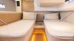 ??  ?? The guest cabin can be a double, a twin, or twin berths that conert to a double