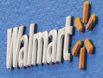 ?? SUE OGROCKI/AP FILE ?? Walmart says that it plans to build warehouses at its stores where self-driving robots will fetch groceries and have them ready for shoppers to pick up in an hour or less.