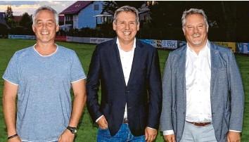 ?? Foto: Brigitte Glas ?? Dieses Trio steht jetzt an der Spitze des BC Aichach: (von links) Tobias Kratzenberger, Vorsitzender Reiner Kappler und Michael Grüner.