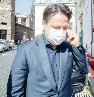 ?? (fotoservizio di Giuliano Benvegnù) ?? L'arrivo Giuseppe Conte, 56 anni, ieri davanti all'Hotel Forum