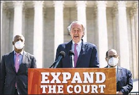 ?? Drew Angerer Getty Images ?? SEN. EDWARD J. MARKEY and other Democrats sponsoring the bill — which would add four justices — face resistance from their party's leaders and the GOP.