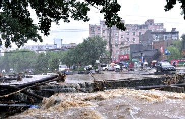 ?? SURSA FOTO GREENPEACE ?? Inundații în orașul Zhengzhou, din provinicia Henan din China