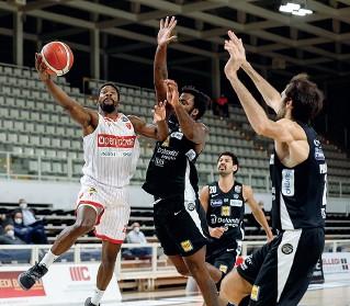 ??  ?? Con Varese Seconda sconfitta consecutiva per l'Aquila, dopo il passo falso contro Nanterre (Ciamillo)