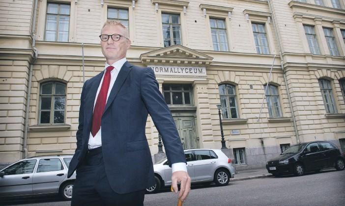 ?? NIKLAS TALLQVIST ?? ÅRETS NORS 2010. Författaren till historiken om 150-årsjubilerande Svenska normallyceum, Norsen är professor Henrik Meinander, själv elev i skolan.