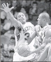 ?? SHOUN A. HILL/ THE COMMERCIAL APPEAL FILES ?? Forward Omar Sneed (seen in 1998) averaged 18.8 points over his two seasons at the University of Memphis, 1997-99. Sneed is back this weekend to watch his son in an AAU tournament.