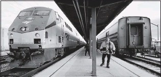 ?? 2018, BOB BROWN/ TIMES-DISPATCH ?? Northbound and southbound trains await passengers at the Staples Mill Road station. The House voted to authorize the transfer of 4 acres fromthe National Park Service for a newPotomac rail span.