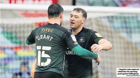 ?? Dave Rowntree/PPAUK ?? Argyle's Luke Jephcott celebrates his winning goal against Gillingham