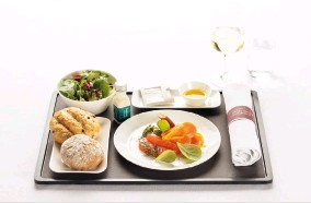 ??  ?? Starter in Business Class Balik salmon sashimi with dill cream and smoked fish mousse