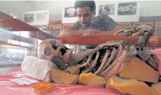 ?? AFP ?? A Yemeni student looks at a millenia-old mummy displayed at Sana'a University on Wednesday.