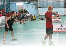 ??  ?? 謝力豪(右)與搭檔鍾健林,在必勝盃太平公開賽中奪得冠軍。