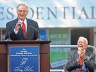 ?? JOHN BAZEMORE/AP ?? Former President Jimmy Carter cheers on former Vice President Walter Mondale in 2009 in Atlanta.