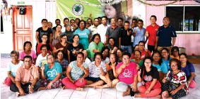 ??  ?? Representatives of SOPB join the longhouse villagers in a group photo at Rumah Buli Anak Jamit, Sungai Semanok in Kuala Tatau.