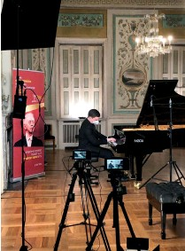 ??  ?? Piano forte (clockwise from top): Arthur Rubinstein; Daniil Trifonov; Khatia Buniatishvili; preparing for an online contest