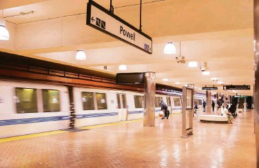 ?? Nina Riggio / The Chronicle ?? A woman's death on Monday at a BART station in S.F. raises concerns about non-service animals on trains.