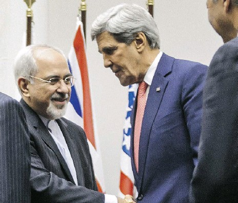 ?? FABRICE COFFRINI / AFP / Gett y Imag es ?? Iranian Foreign Minister Mohammad Javad Zarif shakes hands with U.S. Secretary of State John Kerry in 2013.