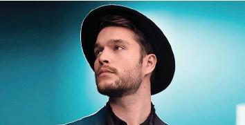 ?? EMILIEN ITIM ?? Sein Gesicht erstmals gezeigt hat Zian an den Swiss Music Awards im Februar. Im Video auf 20min.ch performt er «Show You» in einer intimen Version für MJF Spotlight.