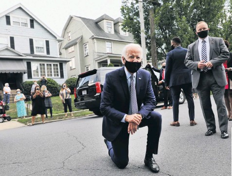 ??  ?? Joe Biden poses outside his childhood home in Scranton, Pennsylvania, top; while a cardboard cut-out of the former vicepresident greets voters in 'Hank's Hoagies', a sandwich shop in the town