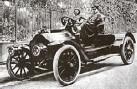 ?? (© DR) ?? Balade en voiture pour Proust et Agostinelli (au volant).