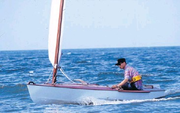 ?? FILE PHOTO ?? His Majesty the King during a sailing race at Klai Kangwon Palace in Hua Hin in 1989.