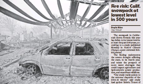 ?? KENT PORTER, EUROPEAN PRESSPHOTO AGENCY ?? A wildfire ravaged an apartment complex with more than 100 units in Middletown, Calif.