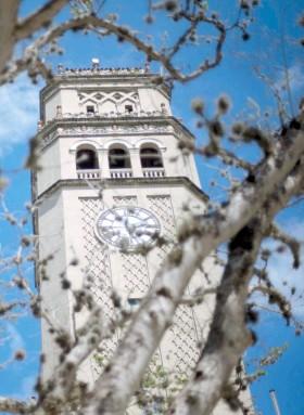??  ?? La parte demandante reclama que los recaudos en la matrícula de la Universidad del Estado son suficientes para pagar la deuda.