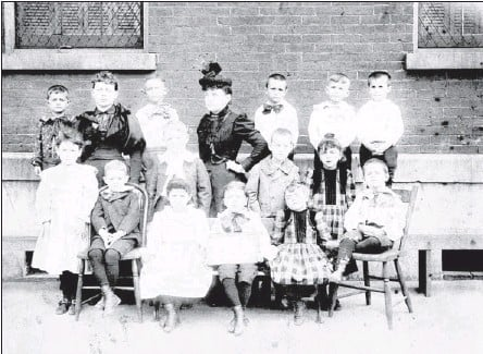 ??  ?? COURTESY PUBLIC LIBRARY AND INFORMATIO­N CENTER Known as the Smith School in 1894, when this photograph was made, the school was the first building built by the city for a public school. Erected on Market Street in 1872 as the Market Street School, the...