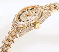??  ?? Oyster Perpetual Lady-Datejust, 28mm, 18-carat yellow gold
